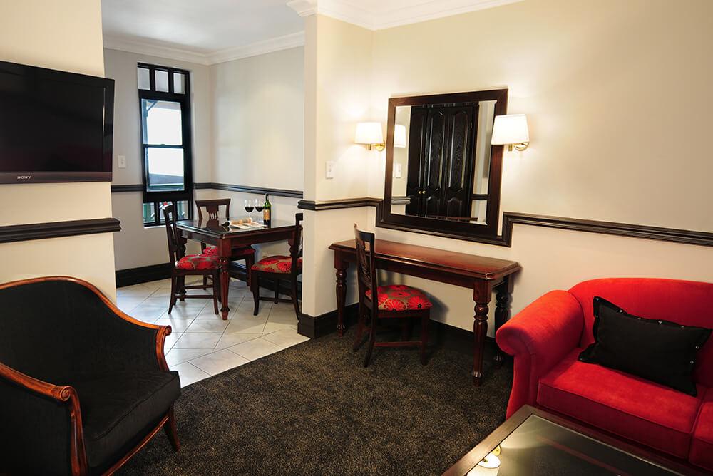 Court Classique_Suite_One Bedroom_Lounge