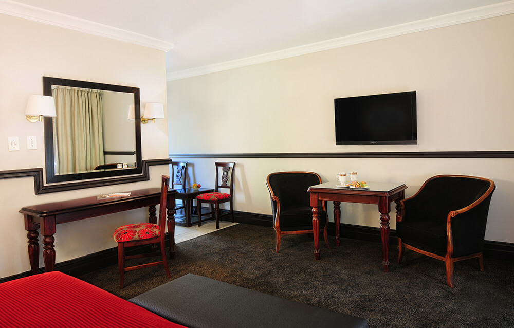 Court Classique_Suite_Studio_Room 38 lounge